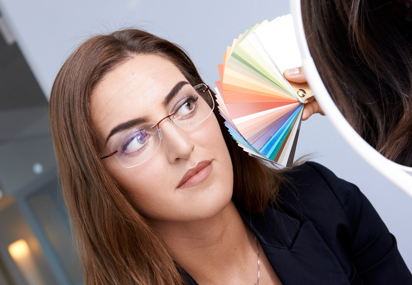 8dfc30cca8c831 Beste kleur van een bril volgens koele of warme huidskleur