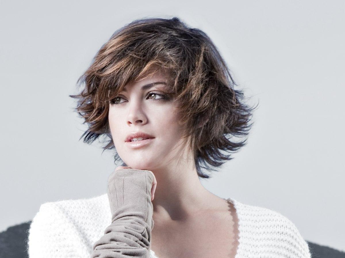 Styling van kort haar om nieuwe kapsels te ontdekken