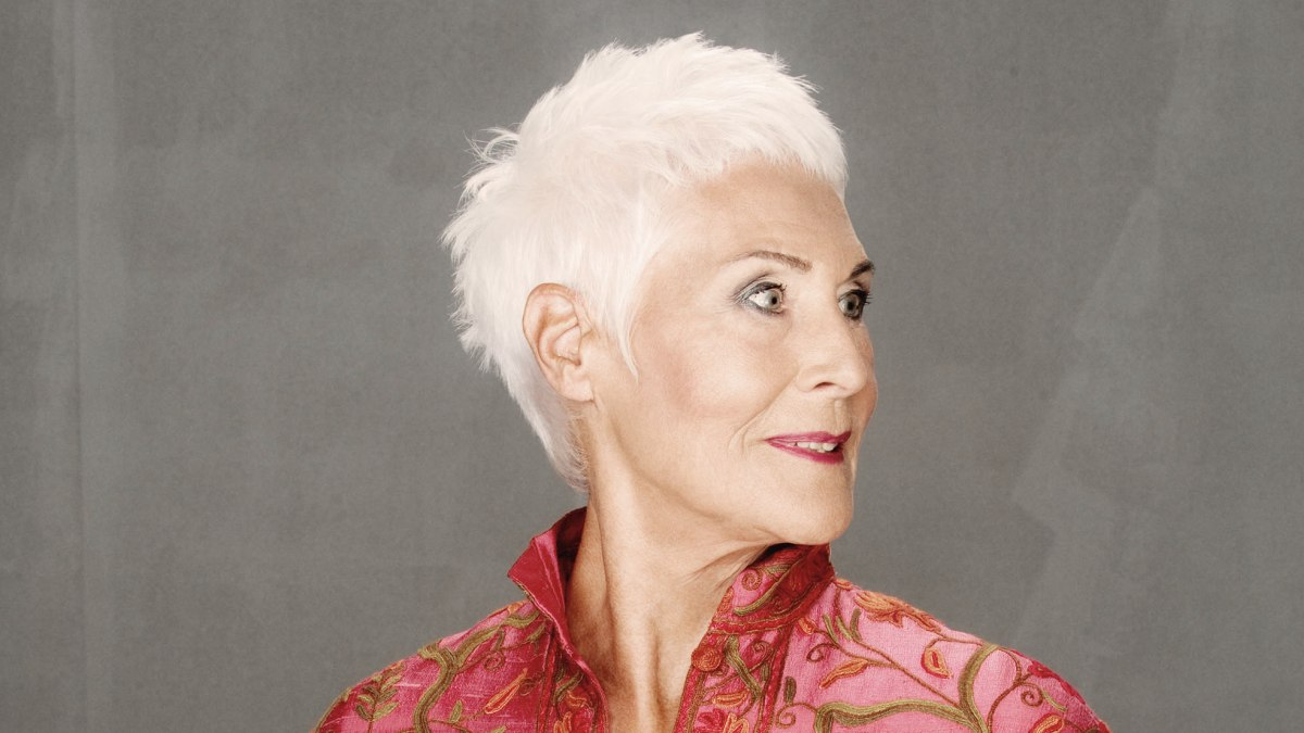 Super Kort Geknipt Haar Voor Oudere Dames Met Wit Of Grijs