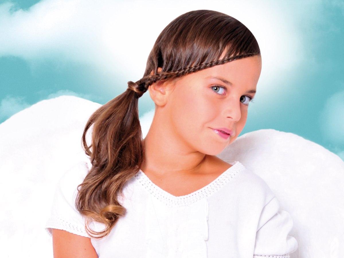 Kapsel met een vlecht en zijdelingse paardenstaart voor kleine meisjes - Kantoor voor een klein meisje ...