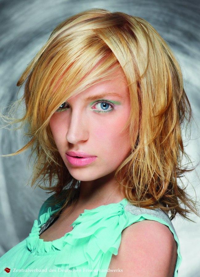 kapsel blond halflang