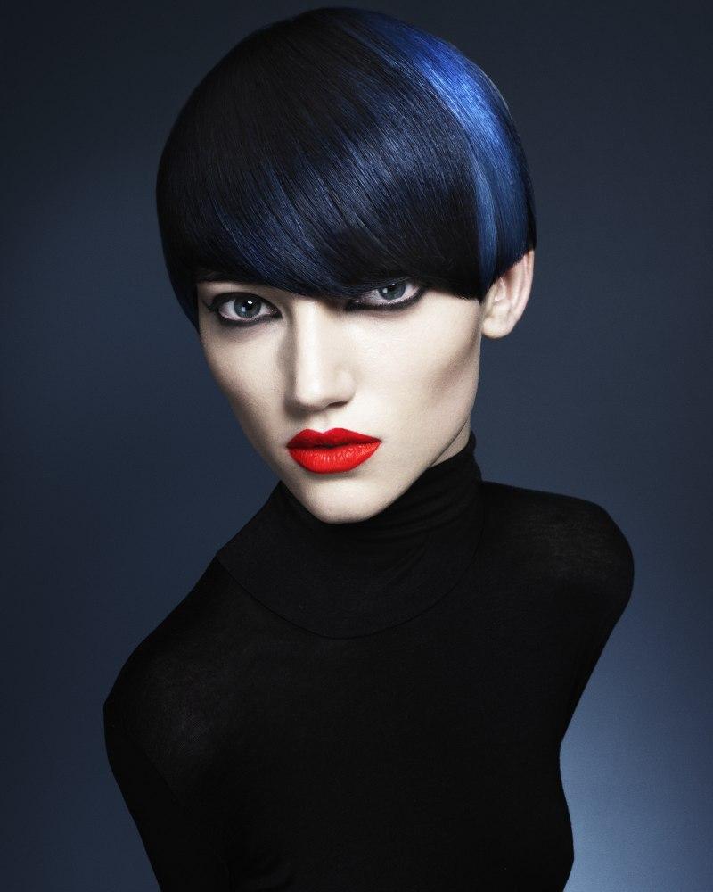 Kort Haar Met Een Elektrisch Blauwe Kleur