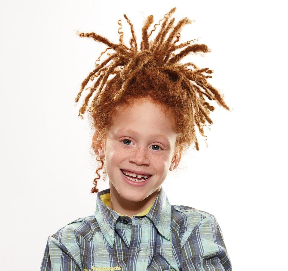 Dreadlocks Voor Een Jongen Met Rood Haar