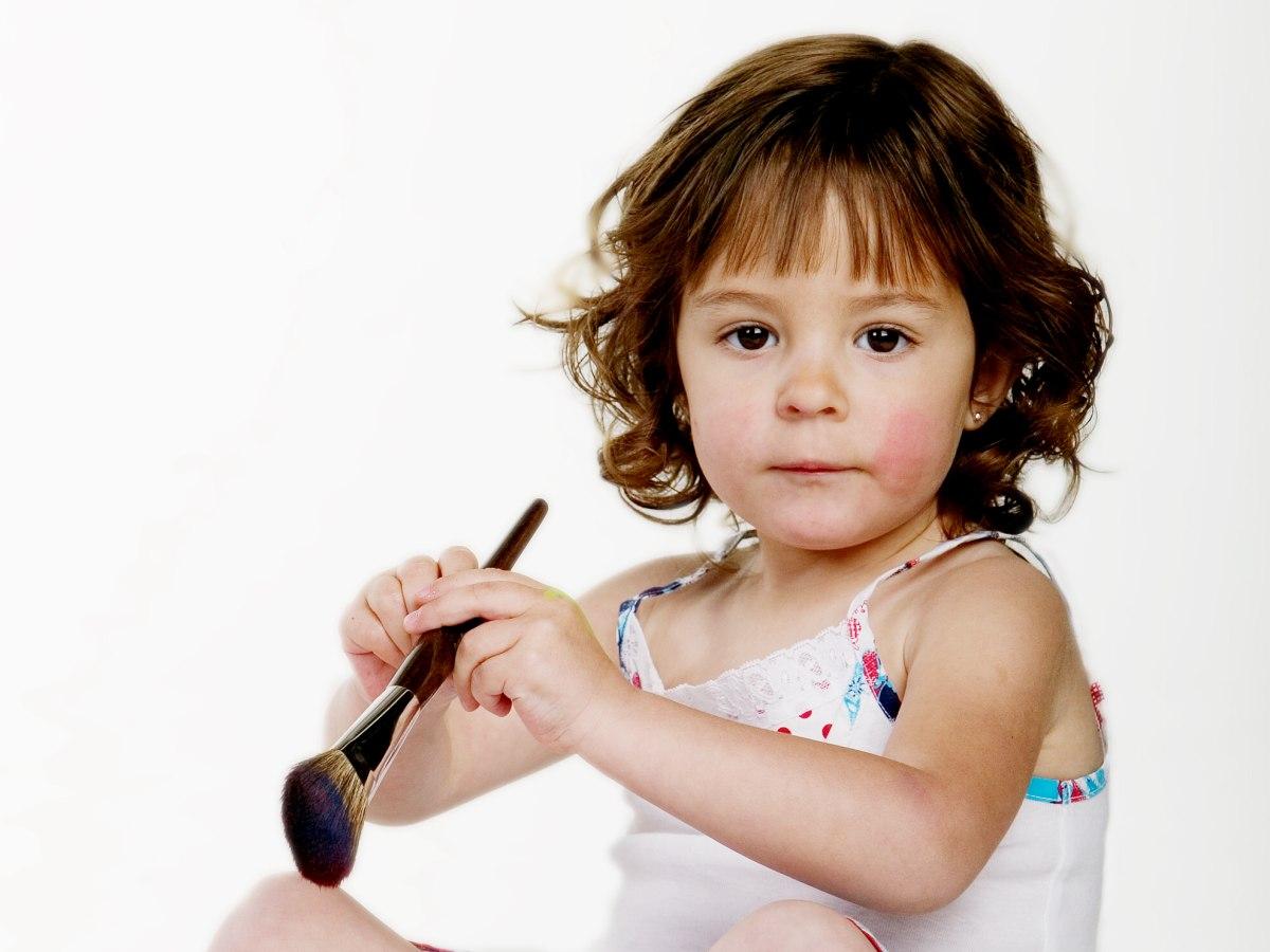 Neklang Kapsel Voor Kleine Meisjes Of Een Snit Met Krul Op