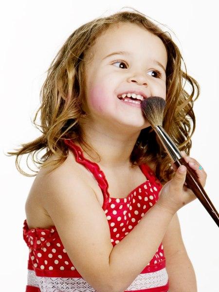 Kapsel voor een klein meisje met grote krullen - Kantoor voor een klein meisje ...