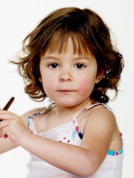 Neklang kapsel voor kleine meisjes of een snit met krul op neklengte - Kleine teen indelingen meisje ...