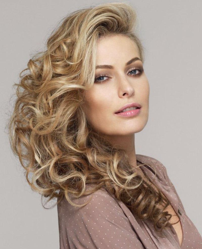 lang haar met krullen en verschillende schakeringen van blond